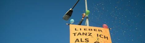PM: Kletteraktion am Rostocker Stadthafen bei Nachttanzdemo gegen G20 Gipfel